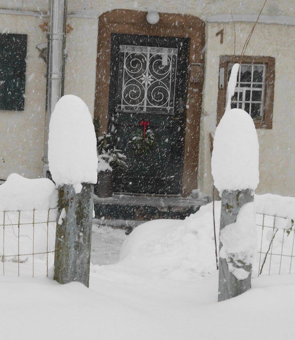 Haustüre bei Schneefall